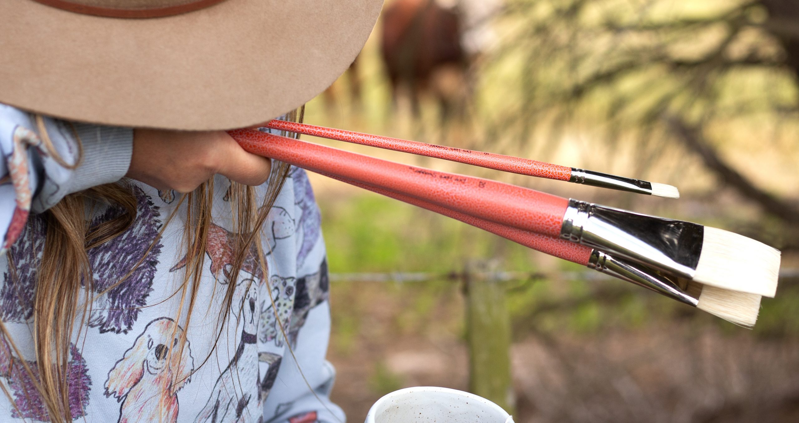 Artist paintbrushes interlocked Hog bristle Pro Hart Swagger